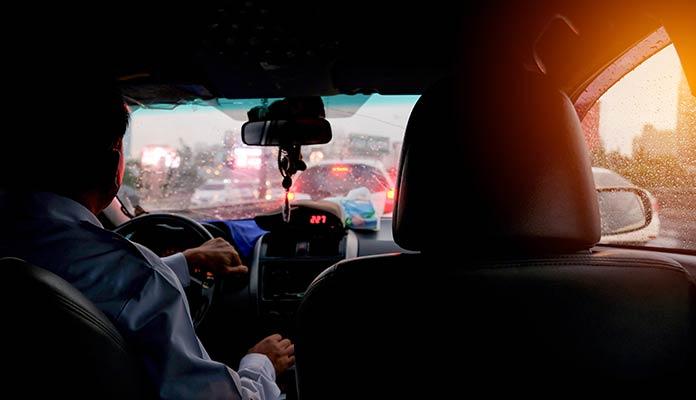 personne-assis-dans-taxi